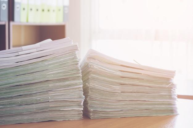 pile de dossiers administratifs